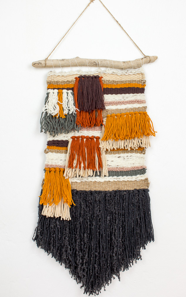 DIY weaving piece in earthy colors (via www.green-bird.at)