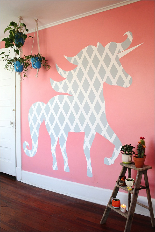 DIY geometric unicorn wall (via www.skunkboyblog.com)