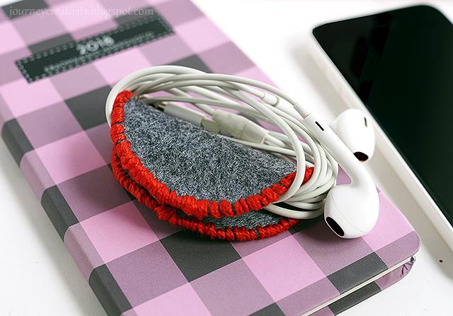 DIY embroidered felt ear bud organizer (via journeycreativity.blogspot.ru)