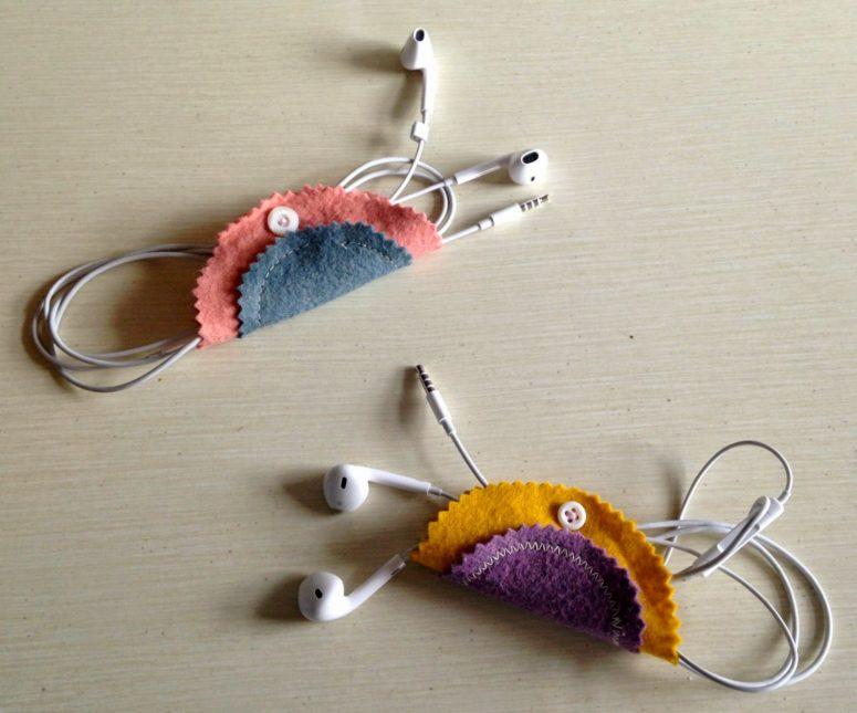 DIY colorful felt ear bud holder with a button (via tweeterfly.blogspot.ru)