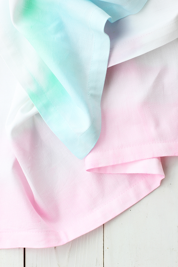 DIY watercolor stripe napkins (via www.minted.com)