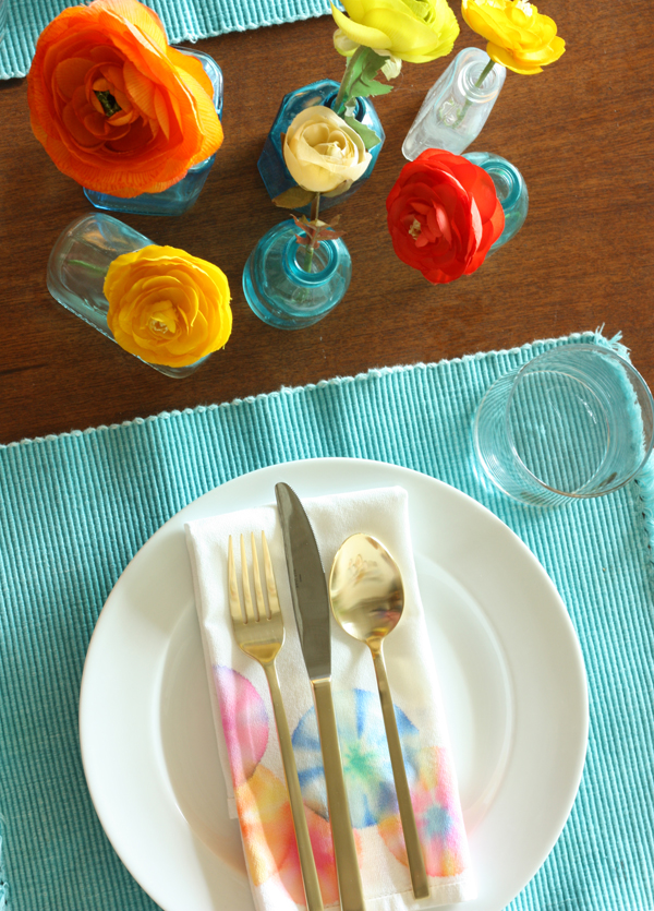 DIY marker tie dye napkins (via thesweetescape.ca)