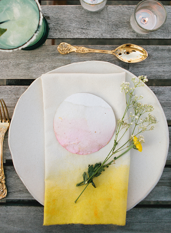 DIY bold dip dyed napkins (via www.inspiredbythis.com)