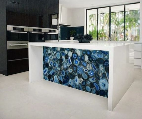 a bold blue agate and white kitchen island is a show stopper in this contemporary kitchen