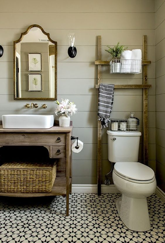 09a rustic ladder is used for bathroom storage and doesn't take much space