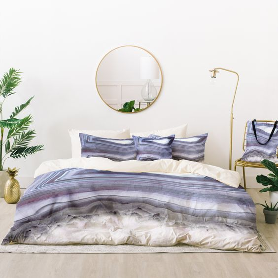 elegant and claming agate printed bedding in the shades of grey and lavender