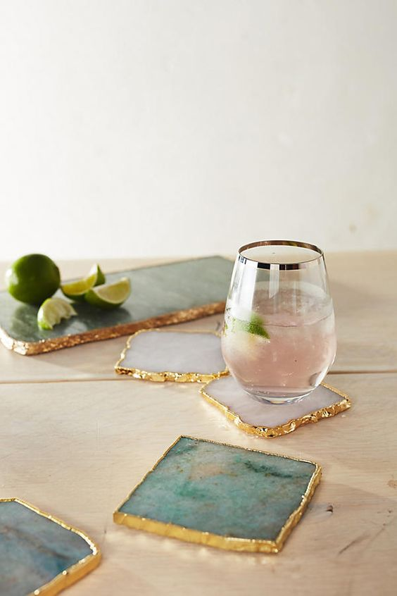 geode coasters with a gilded edge will be a great idea and a gorgeous gift
