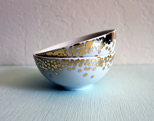 DIY gold confetti dish (via www.vitaminihandmade.com)