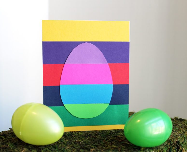 DIY striped Easter egg card of paper (via tiffzippy.blogspot.ru)