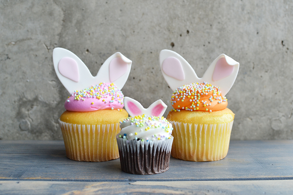 15 DIY Easter Cake And Cupcake Toppers - Shelterness