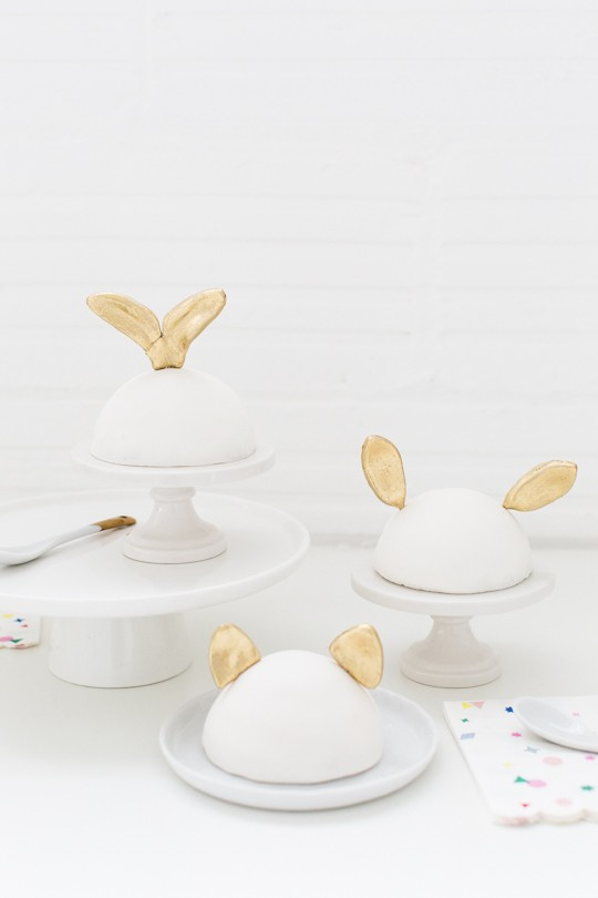 DIY animal ear fondant Easter cake toppers (via sugarandcloth.com)