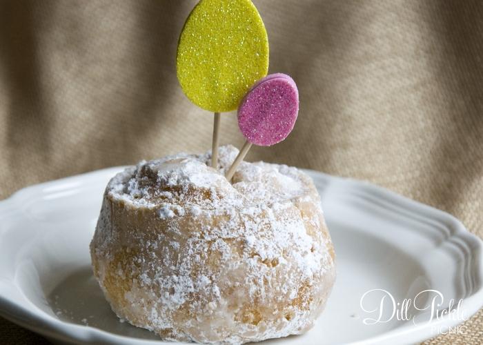 DIY glitter Easter egg cake toppers (via dillpicklepicnic.com)