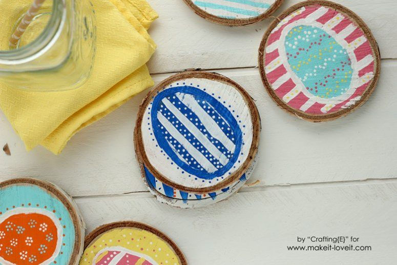 DIY wood slice Easter egg coasters (via www.makeit-loveit.com)
