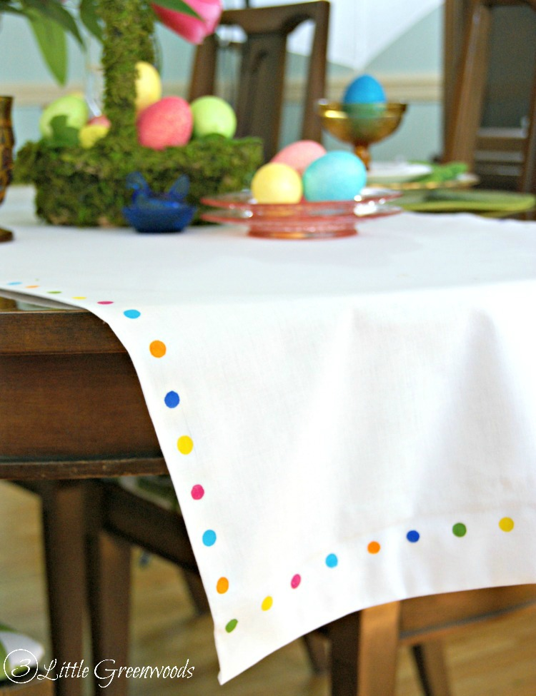 DIY colorful polka dot table runner (via www.3littlegreenwoods.com)