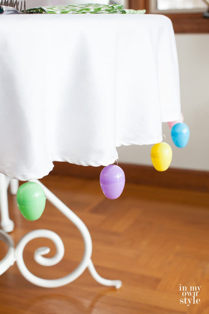 DIY plastic egg trimmed tablecloth  (via inmyownstyle.com)