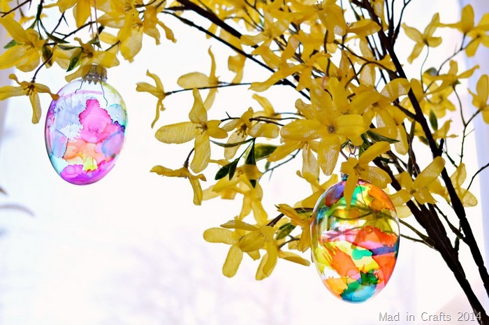 DIY stained glass egg ornaments (via madincrafts.com)
