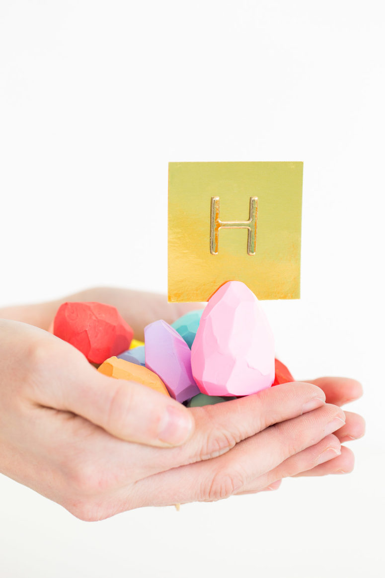 DIY faceted Easter egg place card holders (via sugarandcloth.com)