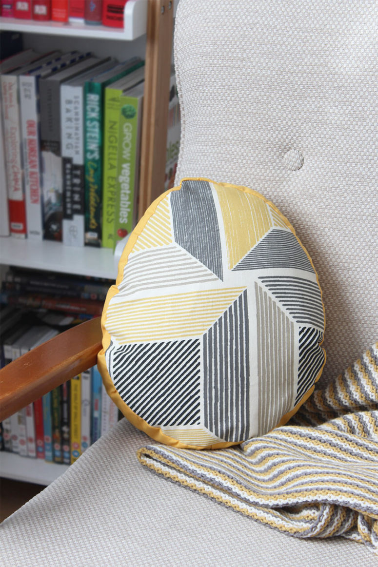 DIY Easter egg pillow (via www.thecraftygentleman.net)