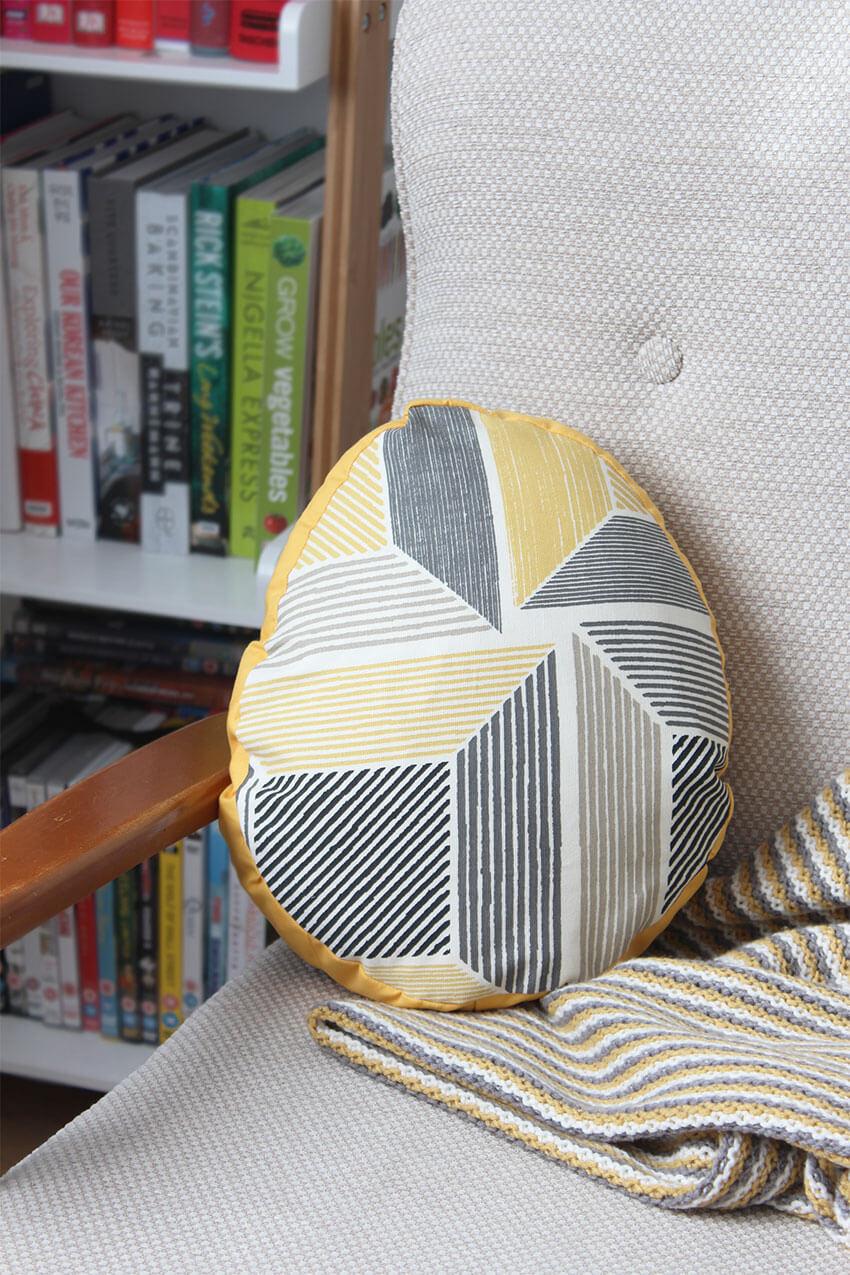 DIY Easter egg pillow