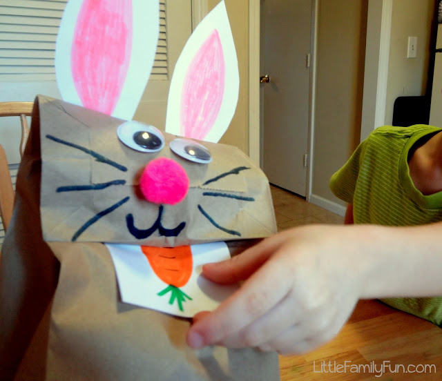 DIY feed bunny game (via www.littlefamilyfun.com)