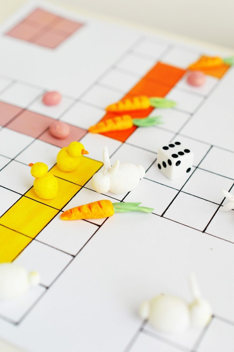 DIY Easter board game with chicks and bunnies (via mottesblog.blogspot.ru)