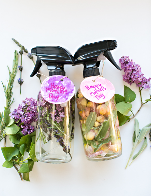 DIY floral and herb room sprays (via www.hellowonderful.co)
