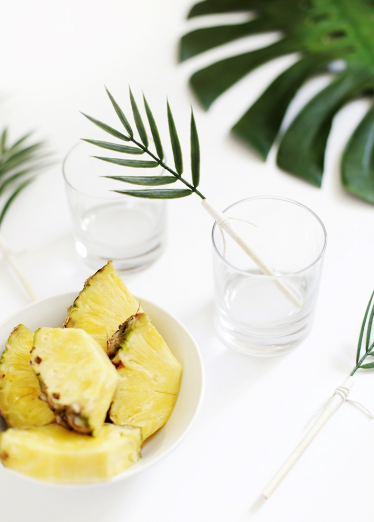 DIY palm leaf drink stirrers (via themerrythought.com)