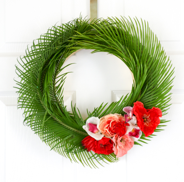 DIY tropical wreath with leaves and blooms (via akailochiclife.com)