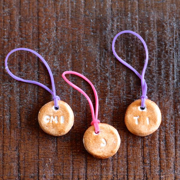 DIY clay drink markers with elastics (via www.alyssaandcarla.com)