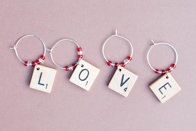 DIY scrabble and little bead charms (via livinglikethekings.com)