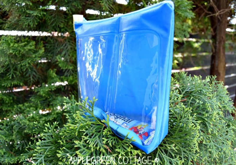 DIY waterproof toiletry bag with an acrylic part (via www.applegreencottage.com)