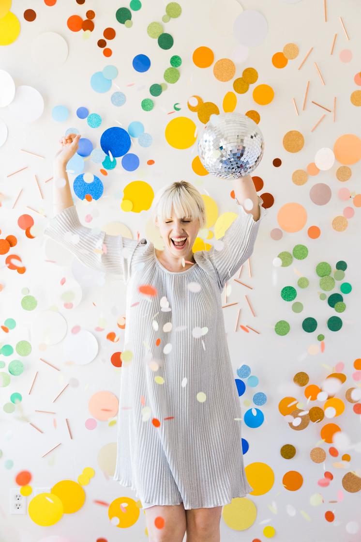 DIY giant glitter polka dot backdrop (via thehousethatlarsbuilt.com)