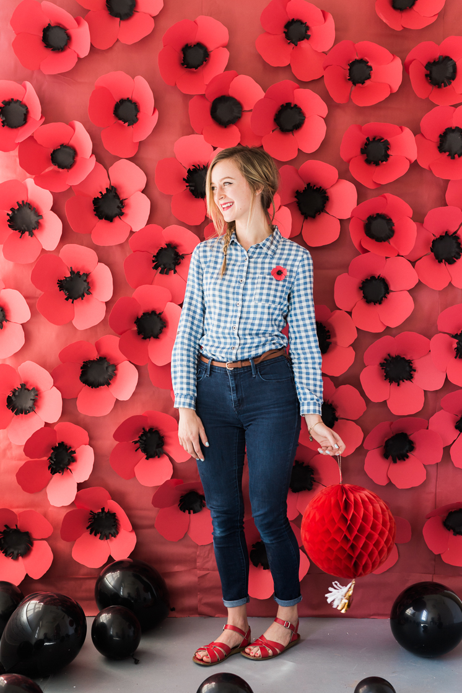 DIY paper poppy flower backdrop (via thehousethatlarsbuilt.com)