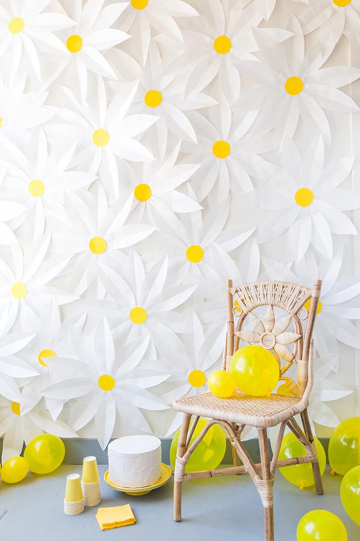 DIY paper daisy backdrop (via thehousethatlarsbuilt.com)