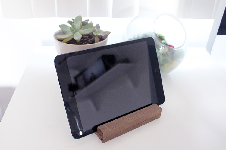 DIY basswood tablet stand (via www.foreigncreatures.com)