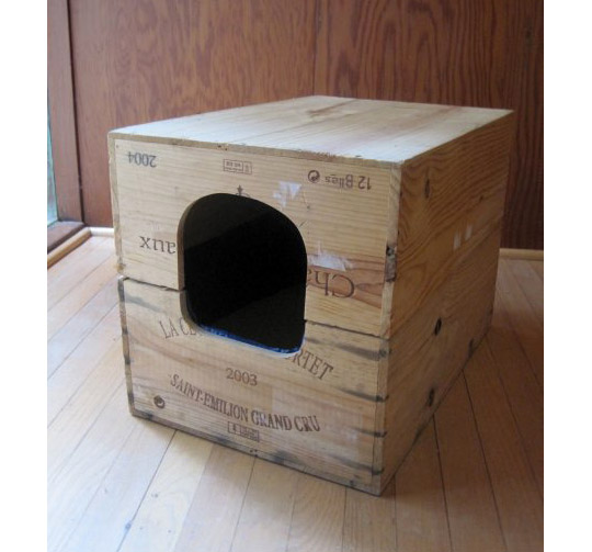 DIY wine crate hidden cat litter box (via www.apartmenttherapy.com)