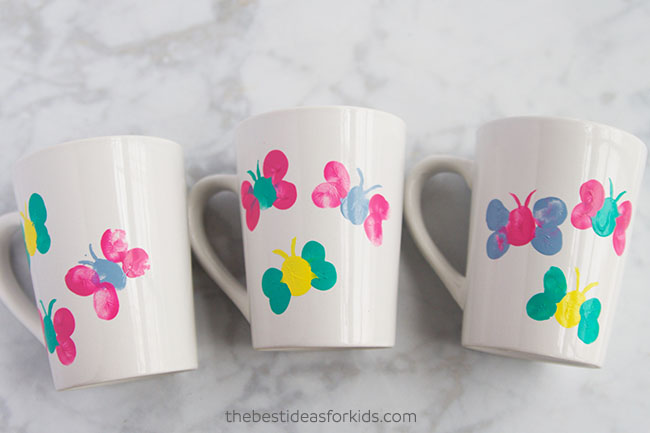 DIY thumbprint butterfly mugs for Mother's Day (via www.thebestideasforkids.com)