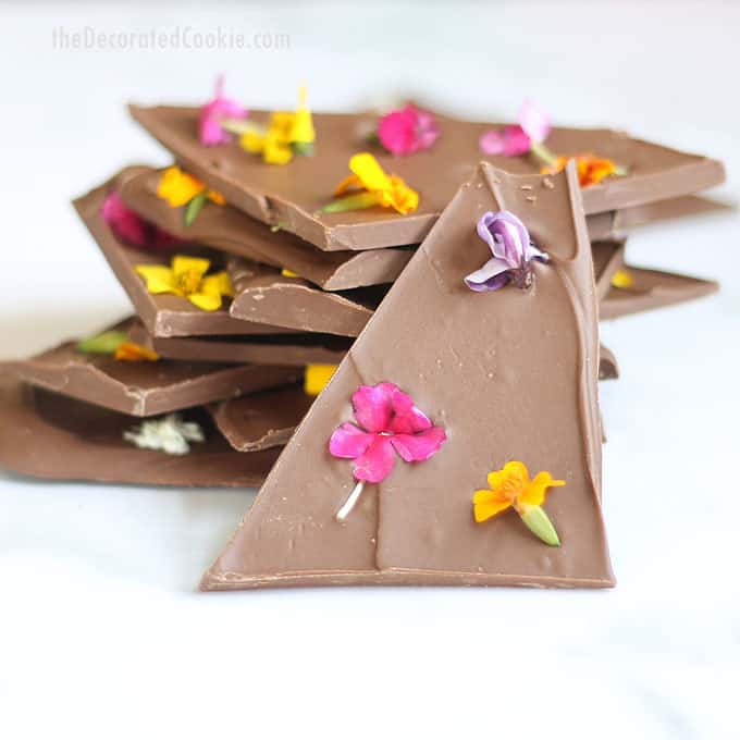 DIY edible flower chocolate bark (via thedecoratedcookie.com)