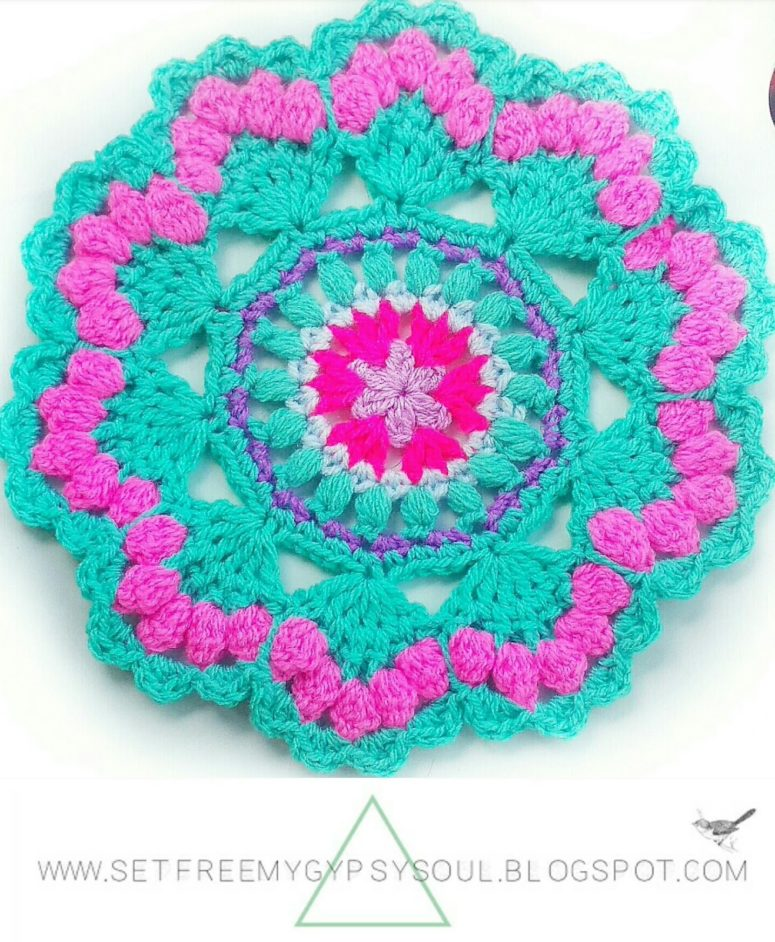 DIY colorful mandala crocheted potholder (via www.sfmgs.co.uk)