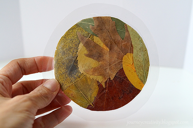 DIY fall leaf coasters for a natural feel (via journeycreativity.blogspot.ru)
