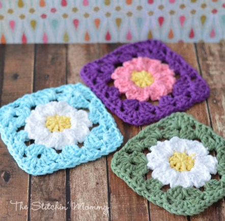 DIY colorful crochet daisy coasters (via www.thestitchinmommy.com)