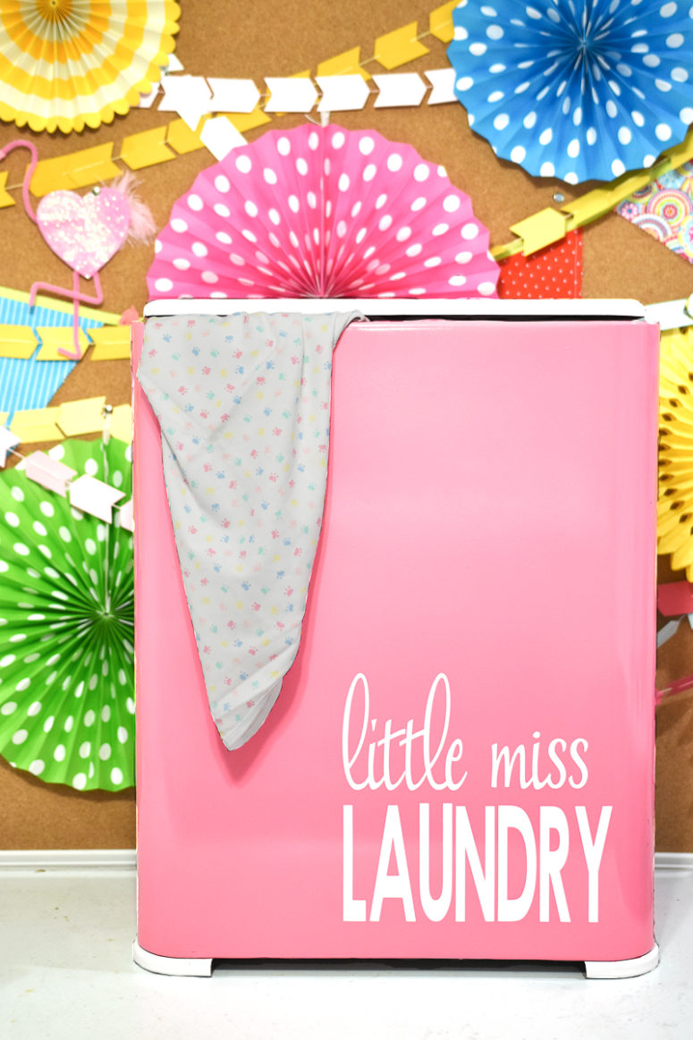 DIY laundry basket in pink with letters (via www.kingstoncrafts.com)