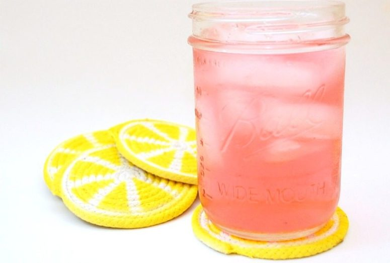 DIY rope lemon slice coasters (via jenniferperkins.com)