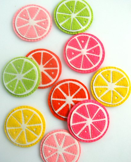 DIY felt lemon and other fruit coasters (via www.purlsoho.com)