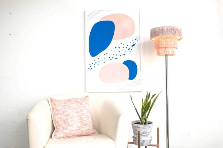 DIY retro-inspired ombre pink fringe lampshade (via www.bemakeful.com)