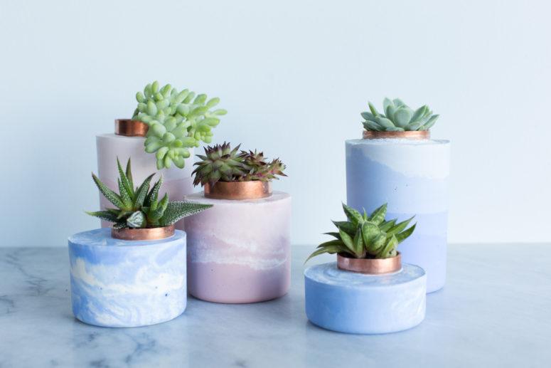 DIY marble ombre concrete planters (via www.apartmenttherapy.com)
