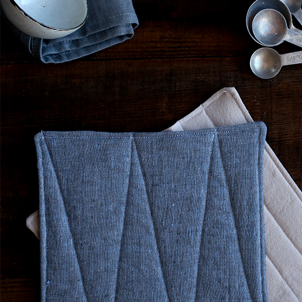 DIY linen potholders with seams