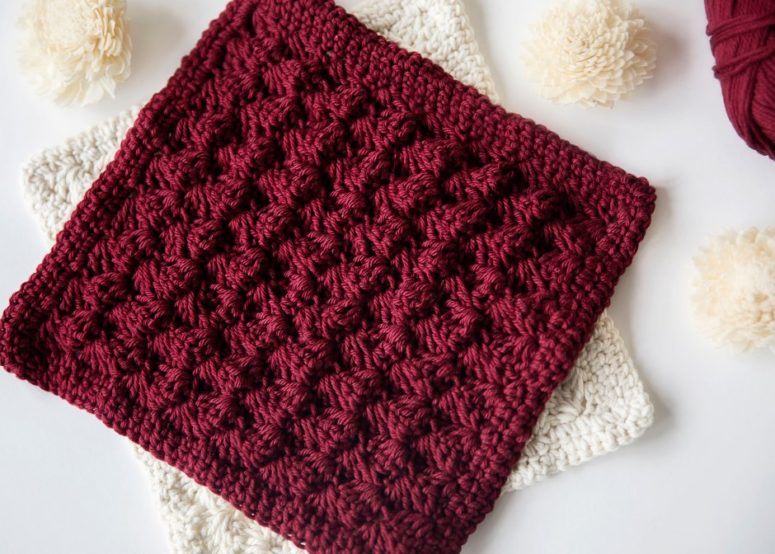 DIY decorative crocheted potholders (via www.leeleeknits.com)