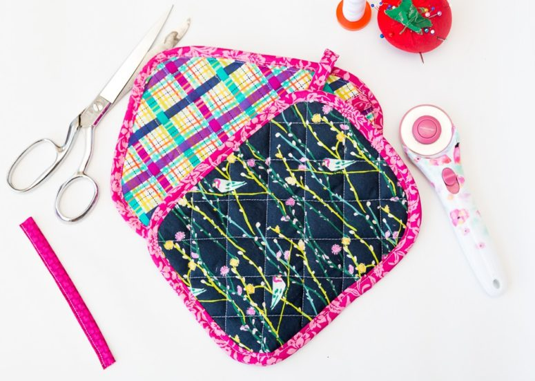 DIY printed and colorful quilted potholder (via www.coralandco.com)