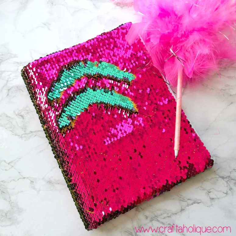 DIY reversible sequin fabric mermaid notebook (via craftaholique.com)